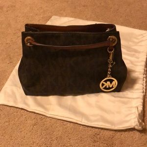 Good condition Michael Kors cross body!!!